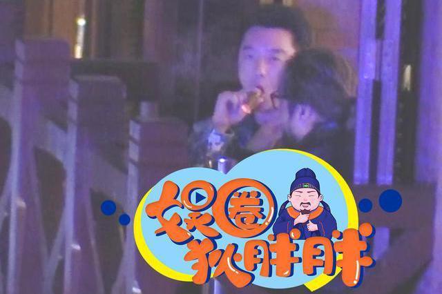 34岁郑恺聚餐心情大好,不顾苗苗产女坐月子,无视规定狂抽雪茄?