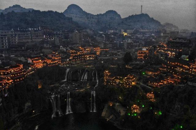 湖南最有争议的网红古镇,以前是个农村,现在比凤凰古城还要火