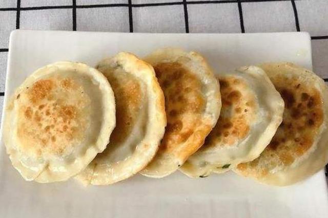 饺子皮用不完别扔,教你简单做法,金黄酥脆不浪费,比饺子好吃