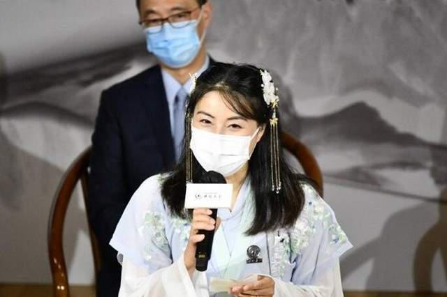 郭晶晶首次穿汉服亮相,状态满满漂亮迷人,为推广中华文化做贡献