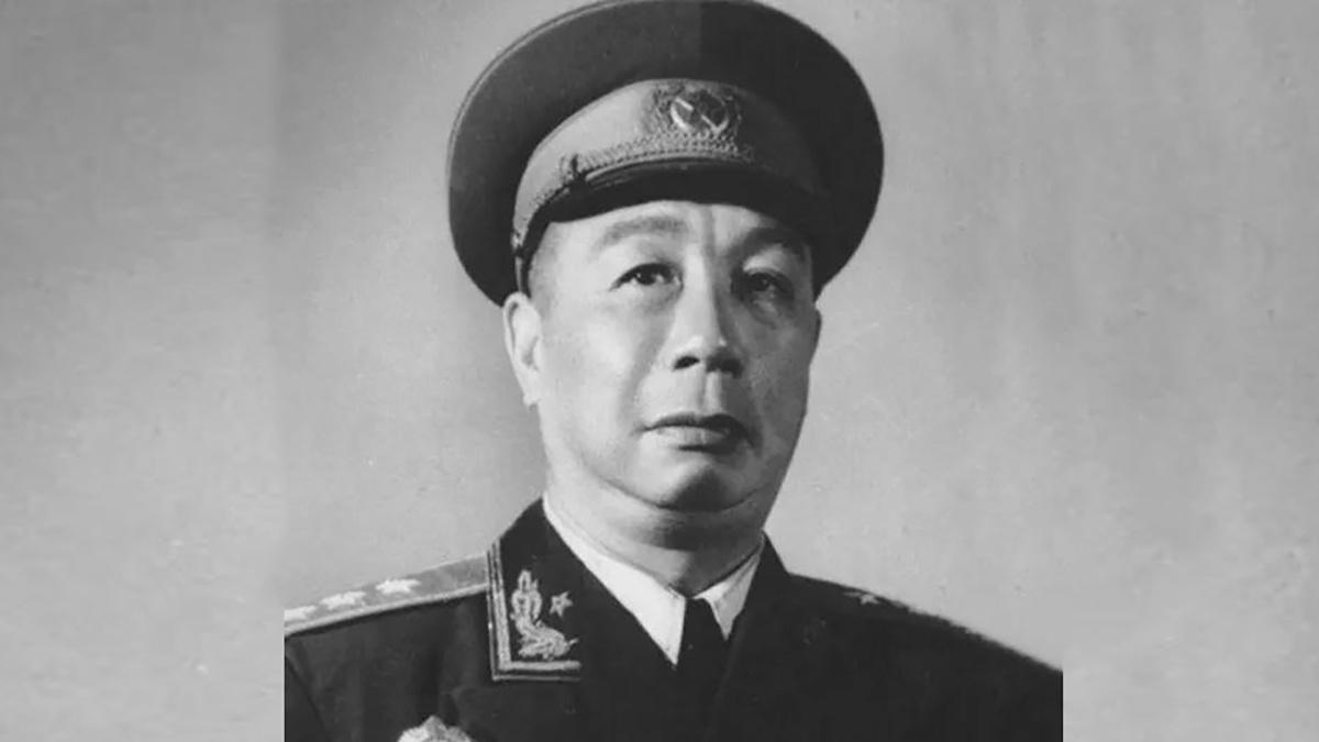 开国上将缴获一把手枪,送给林彪,林彪又送给毛主席