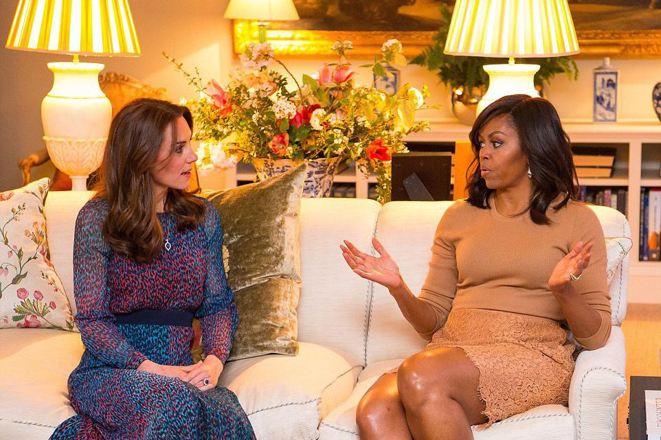 """凯特王妃和奥巴马妻子同框,穿雪纺连衣裙真甜美,""""图案""""太美了"""