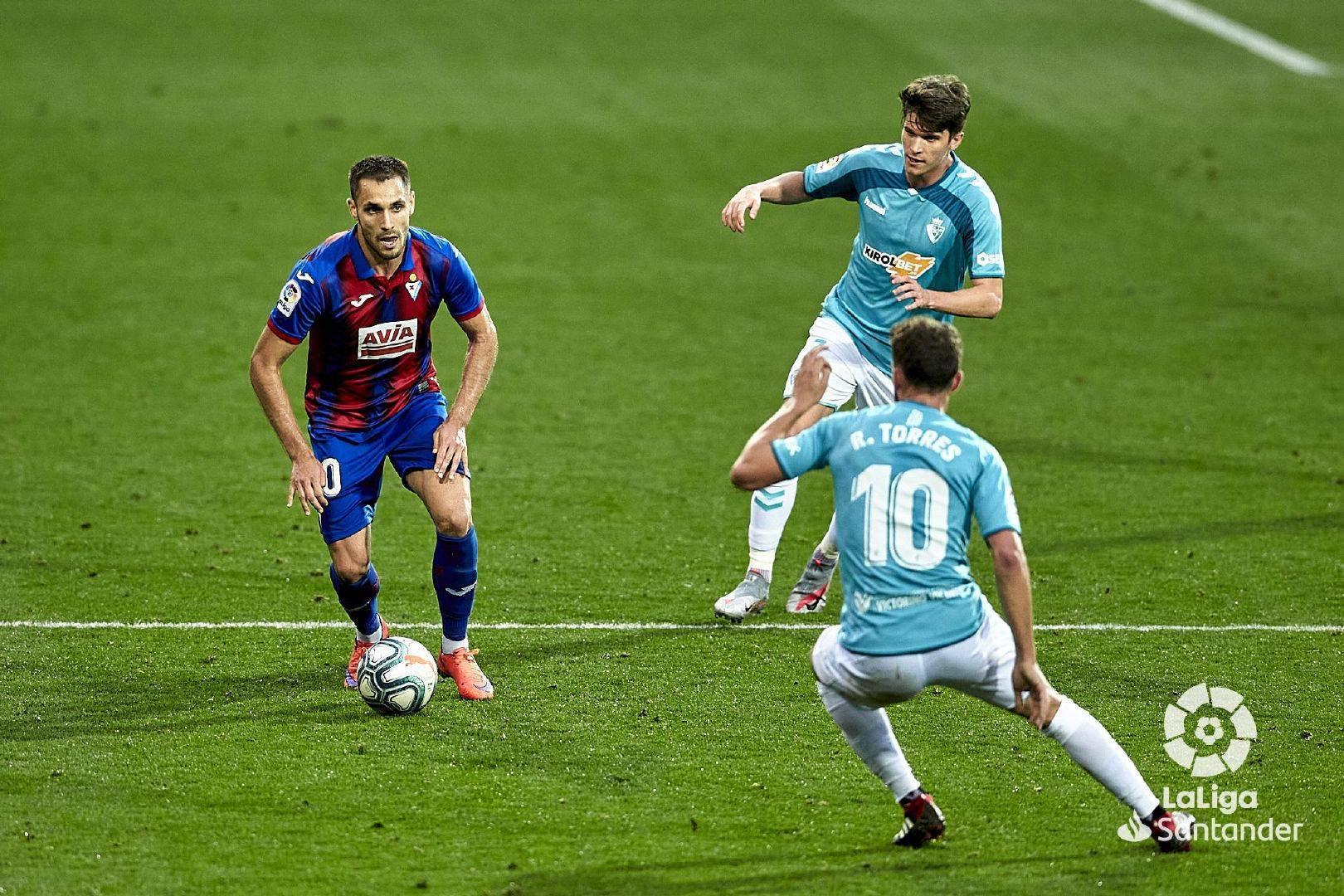 西甲第33轮奥萨苏纳客场2:0埃瓦尔,鲁文加西亚梅开二度
