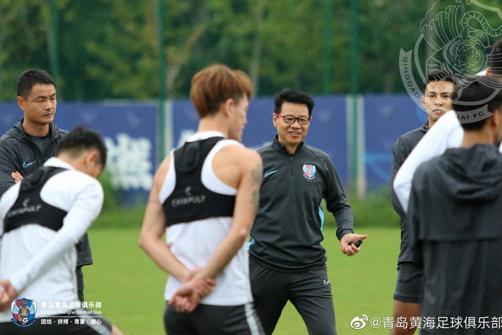 青岛黄海足球俱乐部队员备战足协杯首轮与北京中赫国安的比赛
