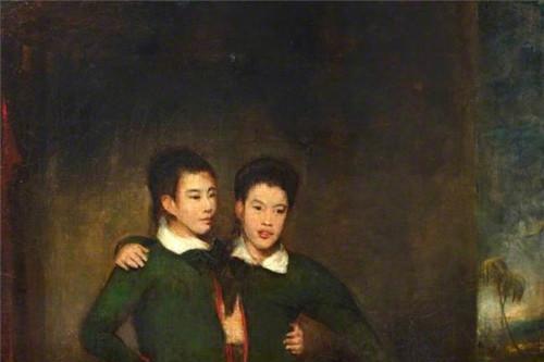 华裔连体兄弟靠巡演走红,娶了一对英国姐妹花,生下22个孩子