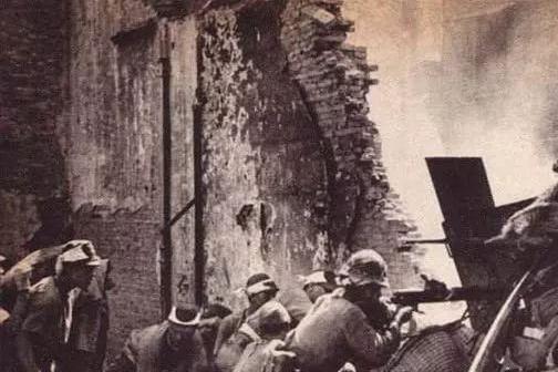 抗日名将方先觉,1944年衡阳战役投降日军后,他最后的结局如何?