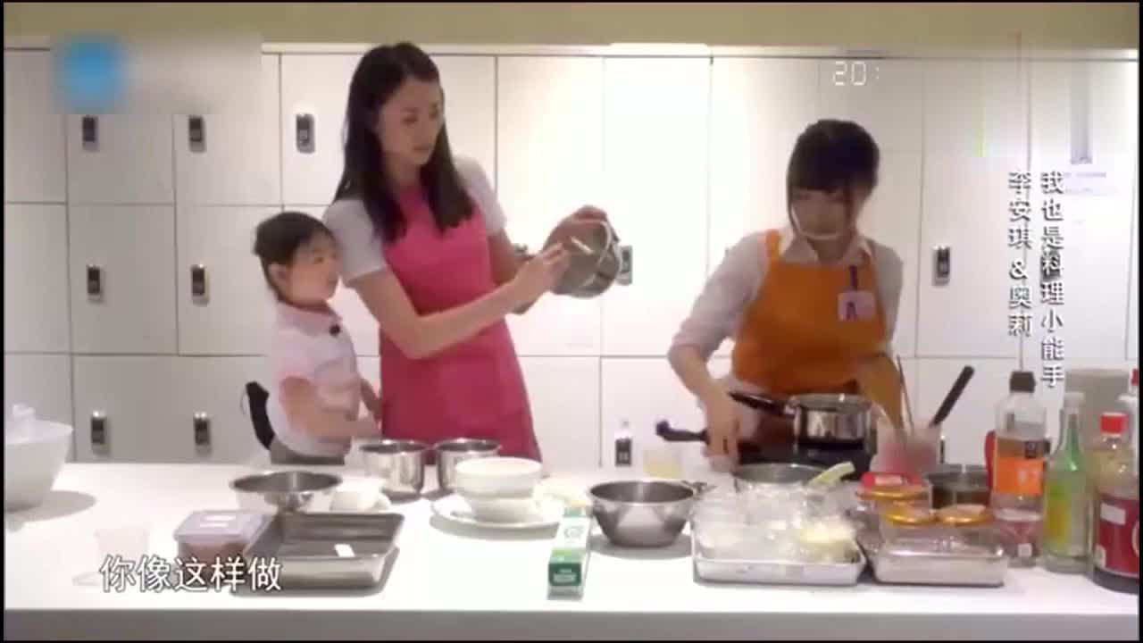 爸爸回来了:李小鹏开始工作,妈妈带着奥利学,奥莉却说别吃了!