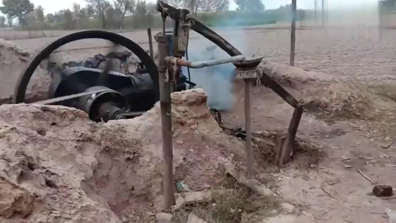 印度人都是如此锯木头的?网友:真任性,不过这机械有灵魂了!