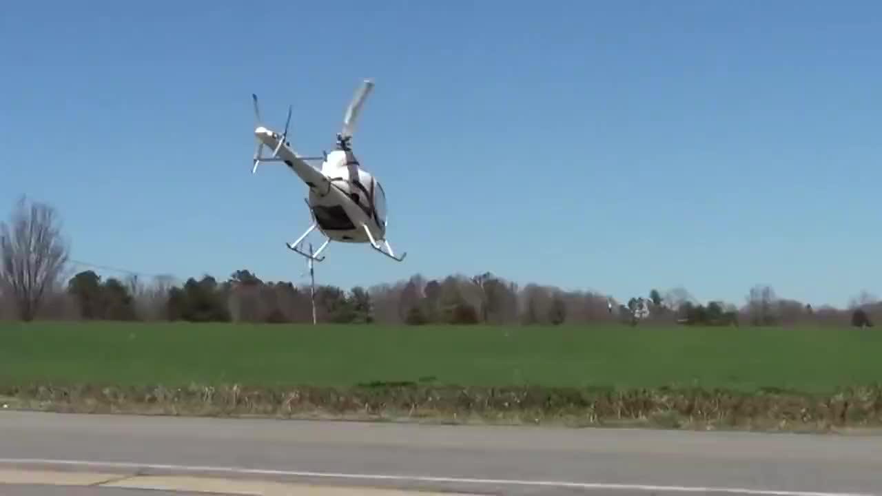 这直升机不仅装备好,操控技术也牛,是我见过最漂亮的直升机了!