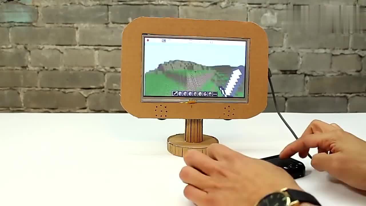 老外自制一台超级mini的触摸屏电脑,你觉得如何?