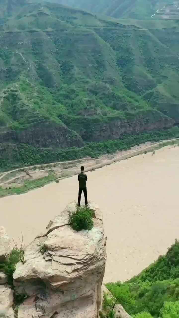 万里晴空壮丽山河祝福我们的祖国繁荣富强!