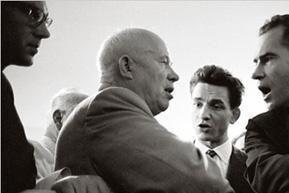 什么样的背景下,戈尔巴乔夫主动改善美苏关系,结束了冷战