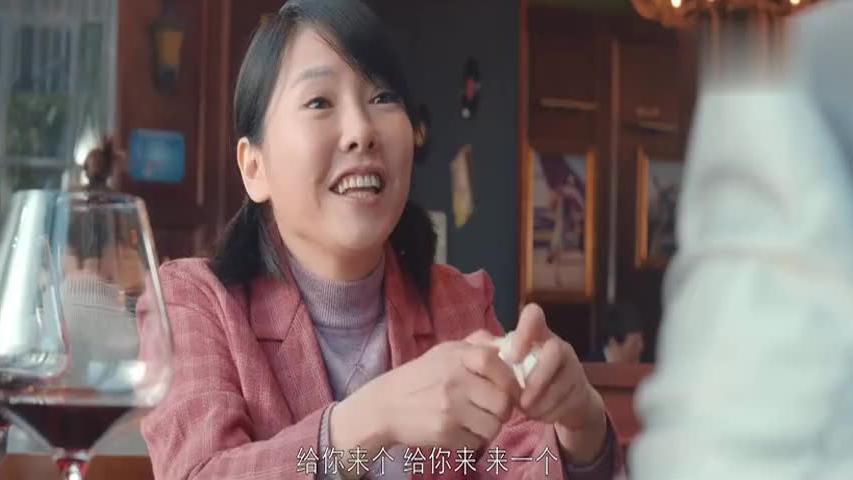 暴发户带农村女友吃西餐,不料她竟大闹餐厅:这牛排咋没炒熟啊