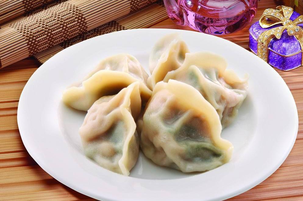 """调饺子馅儿时,记得加2种""""水"""",吃起来香还不油腻"""