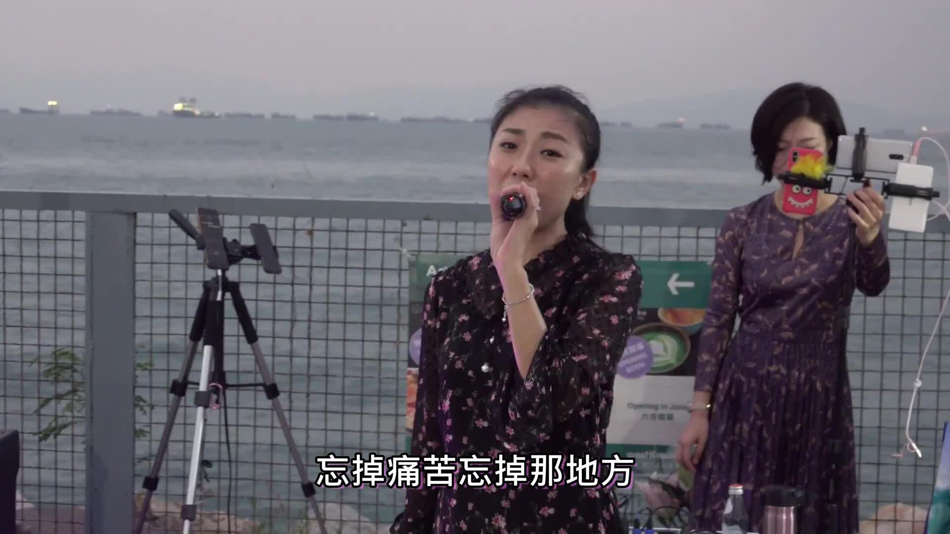 女歌手龙婷助手阿晶献唱《张三的歌》好听,粉丝打赏很多红包钞票