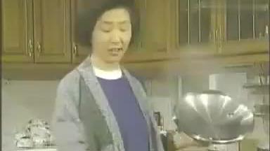 姑姑想吃黄豆芽辣白菜熬的粥,放辣酱面疙瘩,让尹京妈别抢菜谱