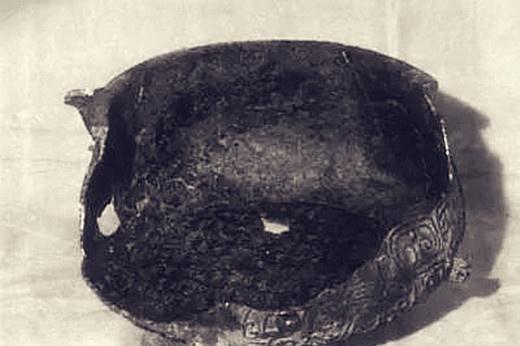 青铜器被发现时只剩半个,高手发挥想象力将它补全,逆袭成为国宝