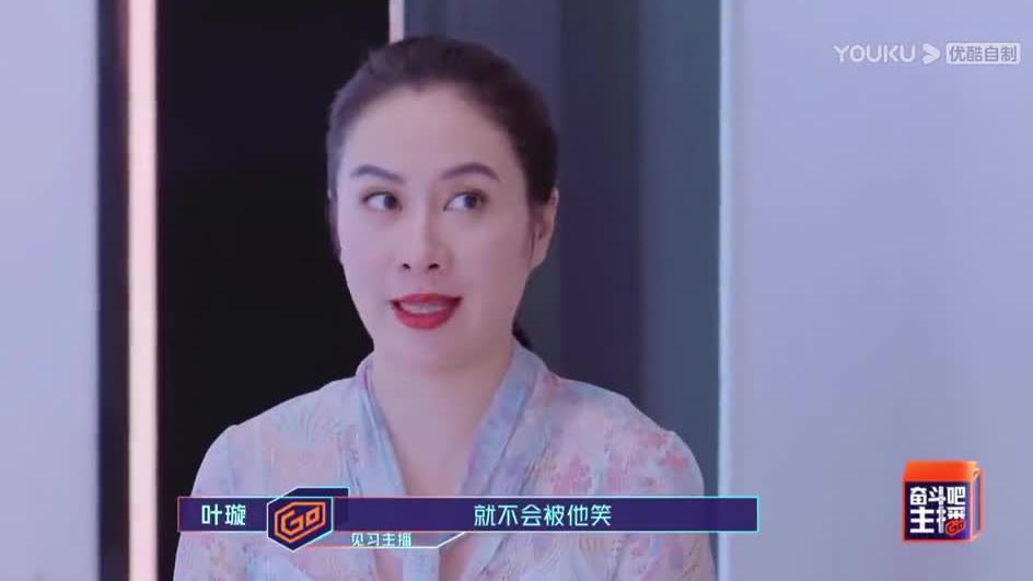 叶璇纠正工作人员英文发音 工作人员给她介绍节目流程…………