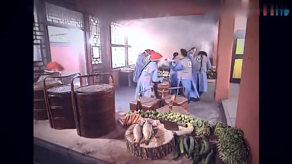康熙微服私访记康熙来御膳房厨师不对康熙行礼而是对三德子行礼!