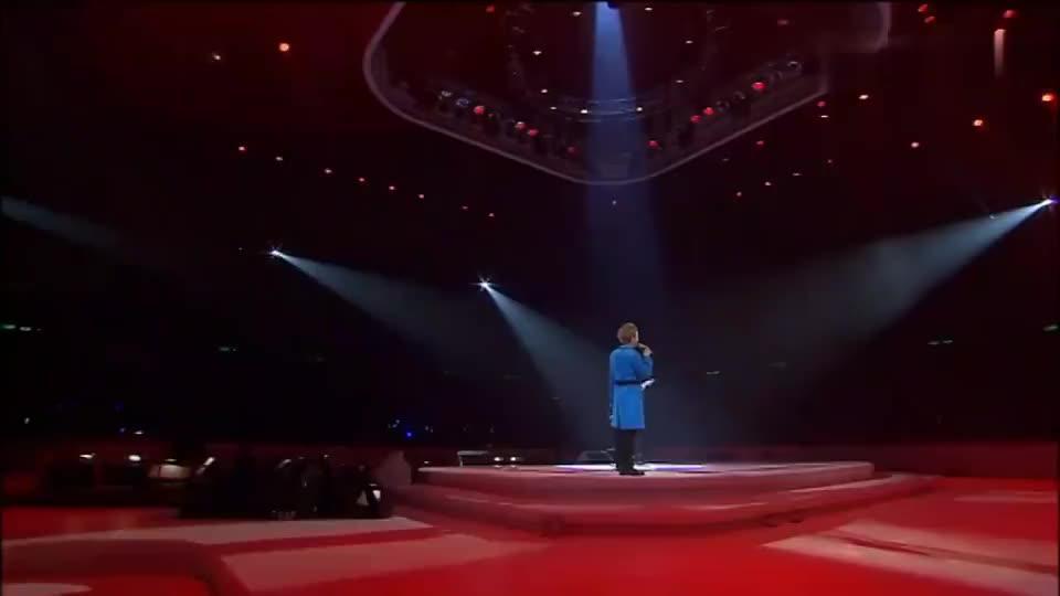 李克勤黄贯中现场演唱《大地》,全场嗨翻,不可逾越的经典!