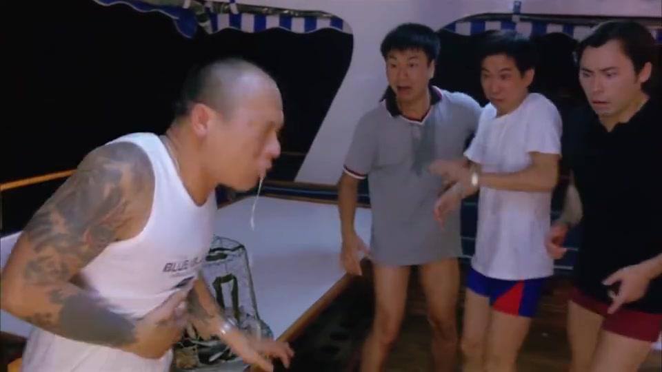 华哥在渔网发现一只手,用啤酒漱口,却抽搐得更厉害了