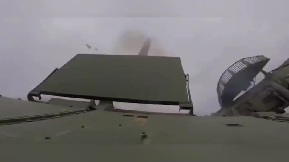 """""""道尔-M2""""防空导弹发射,技术太牛了,导弹直角拐弯"""