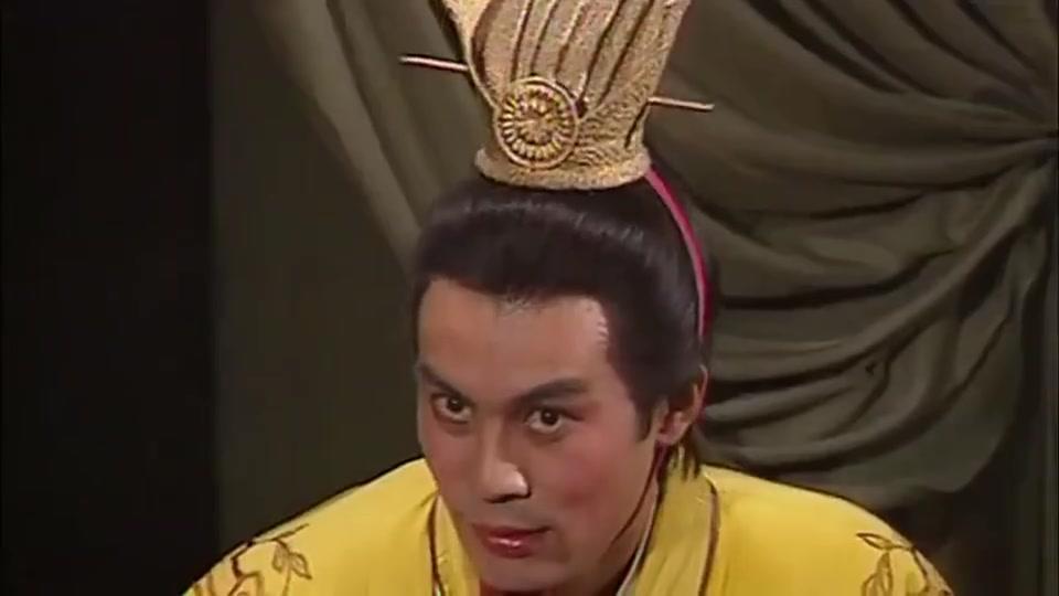三国演义:吕布和貂蝉眉目传情,王允在旁边看着,眼神有意思!