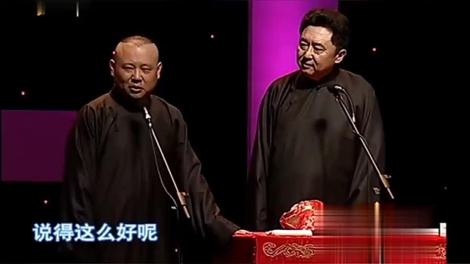 郭德纲台上说相声正开心,发现冯小刚张国立都来了,台下观众沸腾