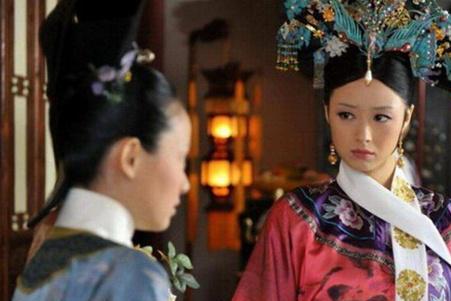 甄嬛传:华妃到死都不知道,皇后每晚卸妆时为何要亲手摘下耳环