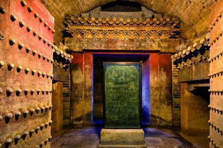 """古代皇帝墓中的""""黄肠题凑""""是什么?为什么盗贼都怕遇见它"""