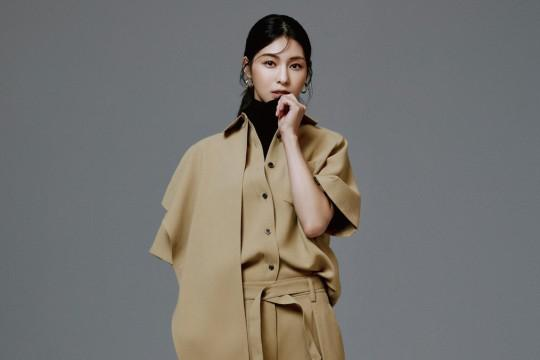韩国女艺人金晶和最新杂志写真曝光