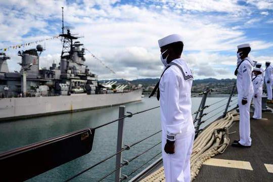 美军战舰疫情大爆发了,一艘神盾舰直接给废了,舰员感染失去战力