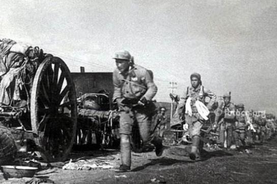 渡江战役中,第四野战军先遣兵团有多少人?主要负责人是谁?