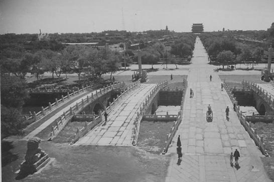天安门广场改造前模样:面积很小,布局错落有致,与现今差别很大