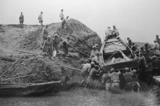 渡江战役中,最先攻占南京的是哪一个军?由什么部队组成?