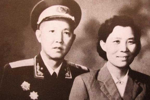 他17岁当县委书记,39岁成开国少将,当过北京军区副司令员