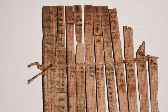 """山东古墓挖出""""天书"""",若能读懂定能打胜仗,专家:姜子牙写的"""