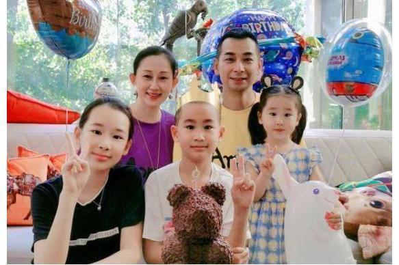 """赵文卓基因有多强?与儿子赵子龙""""共用一张脸"""",女儿也难逃遗传"""