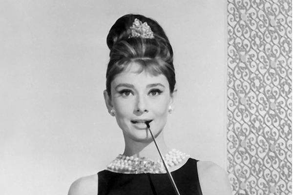"""奥黛丽·赫本:""""优雅是永不褪色的美"""""""