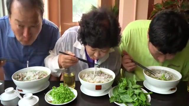 一家三口来吃越南美食米粉,Q弹劲道非常好吃!