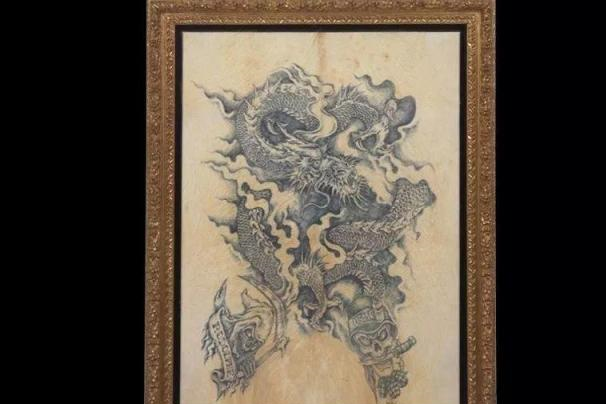 他独创猪皮画,一幅画作售价百万,却被人称为世界上最残忍的绘画
