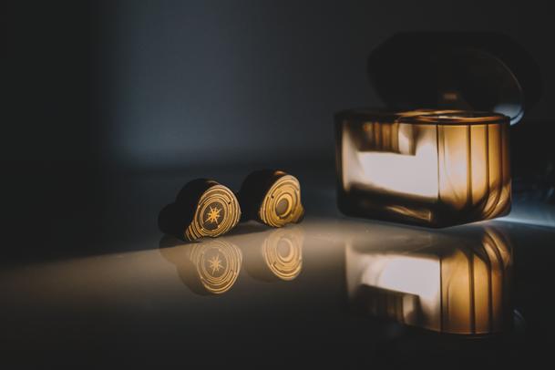 水月雨Sparks国际版耳机体验:二次元是否能增加颜值和听感?