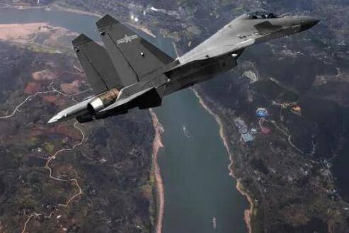 歼16新型号出现,低可视度加隐身涂装!能否变身隐身战机?