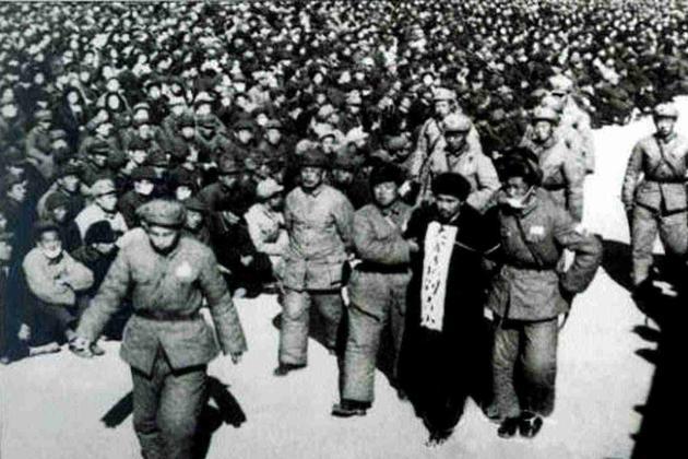 老人家从天津回来后发了大脾气,42人被枪毙,上万贪官进了监狱