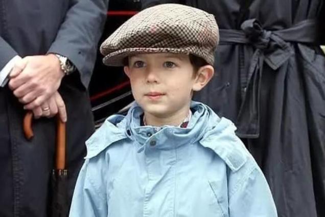 单身还有华裔血统!18岁丹麦王子模特出道,被誉欧洲最帅王子