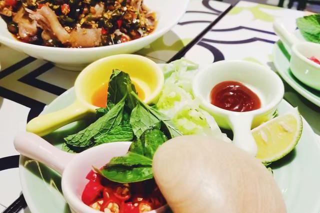 游品探店:人均90元的越南菜,生虾猪蹄牛腱火车头一应俱全