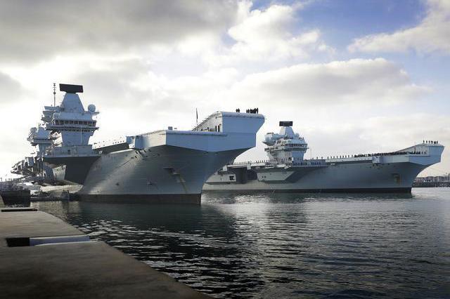 空有2艘重型航母,护航舰艇却不够用,皇家海军使用直升机防空
