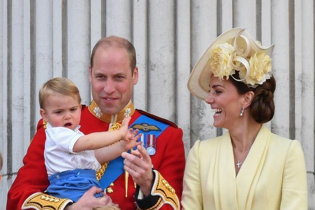 """英国威廉王子妻子凯特王妃的""""尴尬""""瞬间,一组老照片见证玄机"""