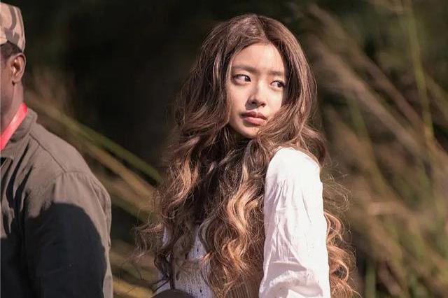 成龙电影新任龙女郎!22岁徐若晗第一次演电影,与杨洋搭档飙豪车