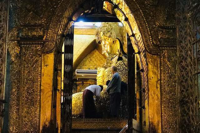 曼德勒马哈穆尼寺:一座烧不毁的伟大铜佛像,缅甸的佛教之光